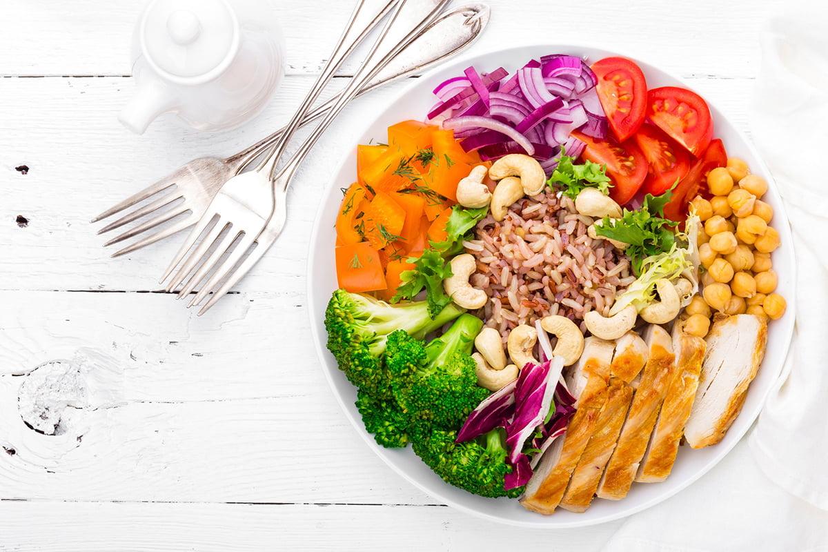 Bowl e frutta secca: la combo più trendy dell'estate