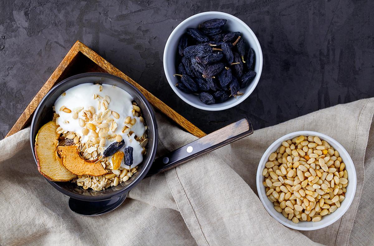 """Frutta secca per l'""""healthy aging"""": benefici e trucchi per il suo consumo in età avanzata"""