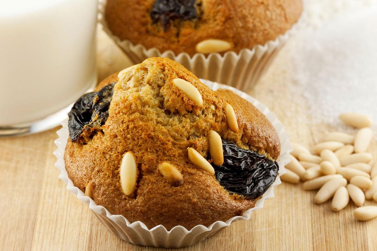 Muffin rustici con zucca, prugne secche e pinoli