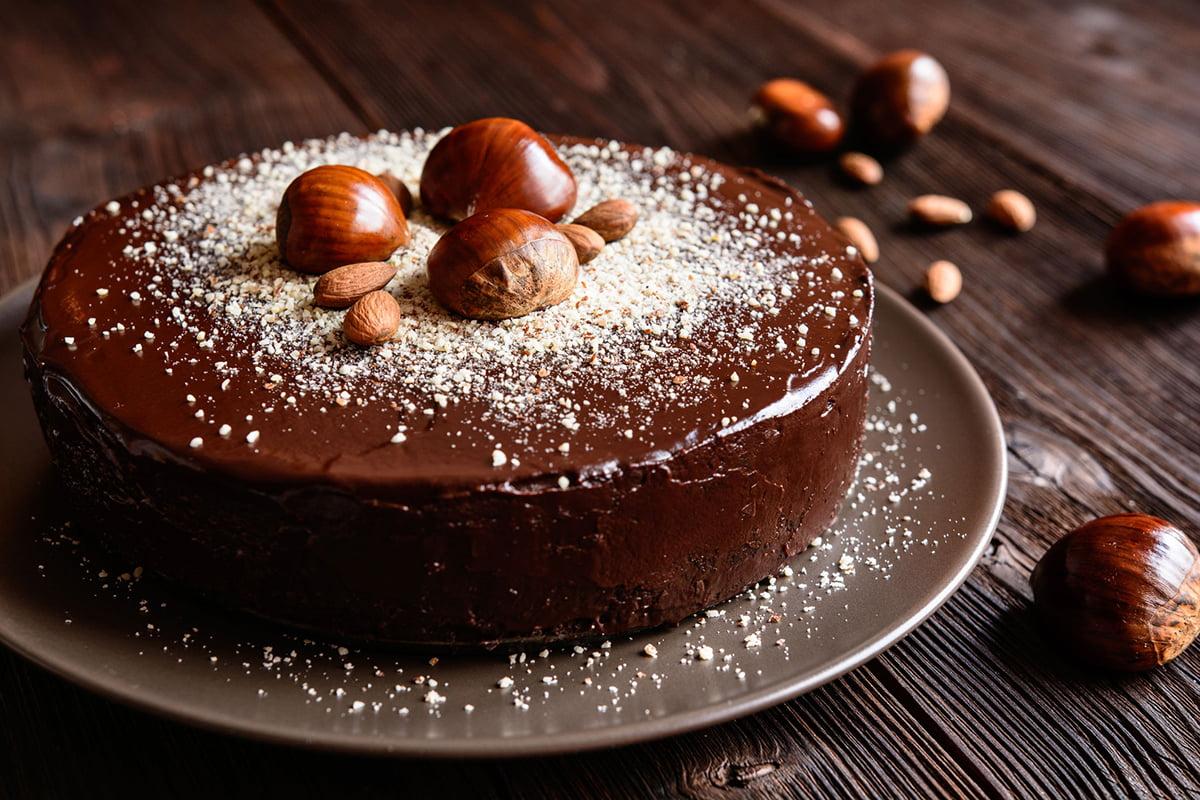 Torta cioccolato e frutta secca