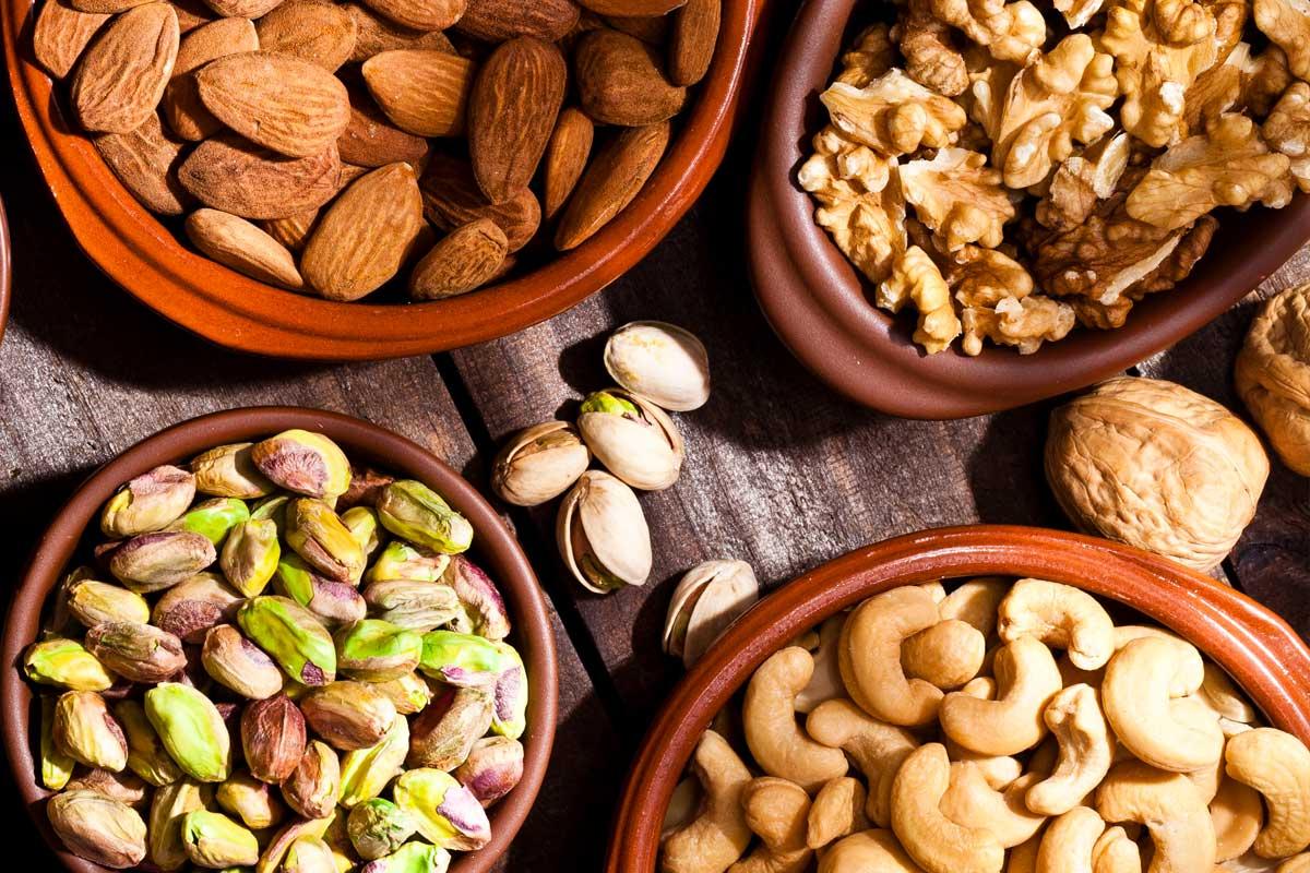 Frutta secca e grassi nel sangue: un approfondimento dalla ricerca